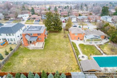 Residential property for sale at 0 Glengarry Rd Mississauga Ontario - MLS: W4774012