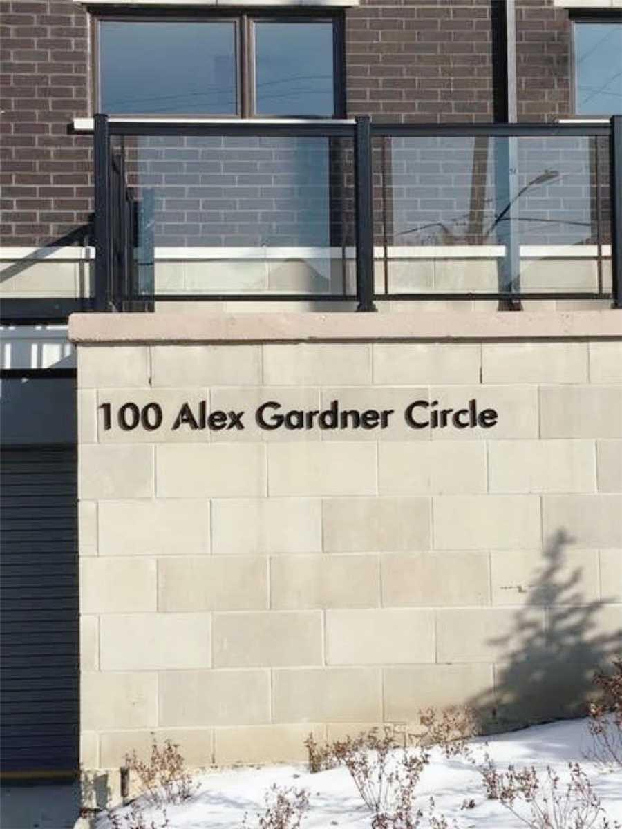Buliding: 100 Alex Gardner Circle, Aurora, ON
