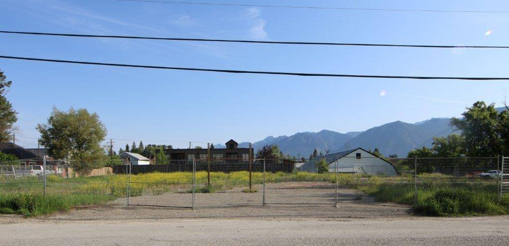 Residential property for sale at 1 14th St Invermere British Columbia - MLS: 2439328