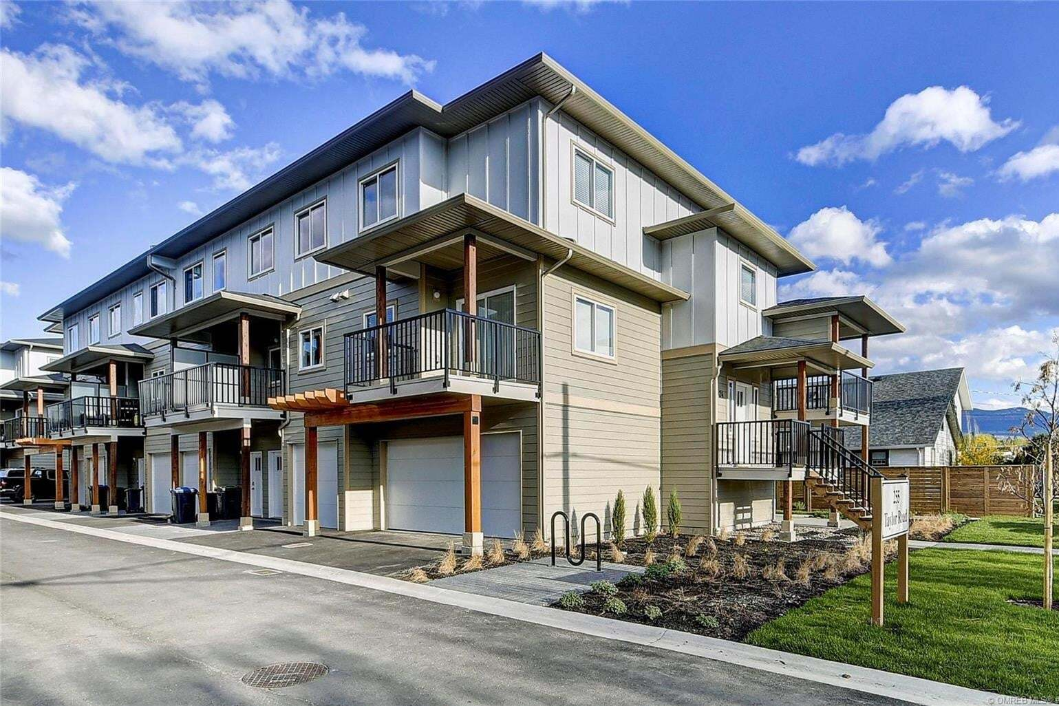 Townhouse for sale at 255 Taylor Rd Unit 1 Kelowna British Columbia - MLS: 10215010