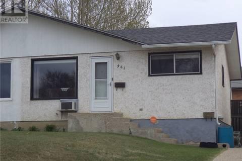 Townhouse for sale at 261 18th Ave NE Unit 1 Swift Current Saskatchewan - MLS: SK772971