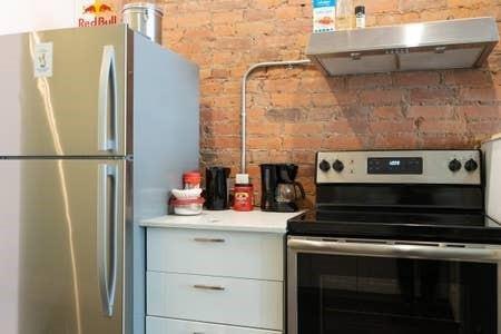 Apartment for rent at 1 275 King St E Hamilton Ontario - MLS: H4092564