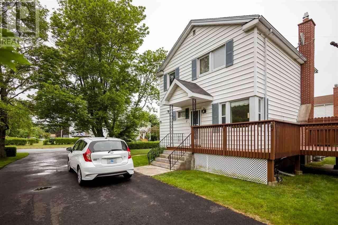 House for sale at 1 Carver St Dartmouth Nova Scotia - MLS: 202012132