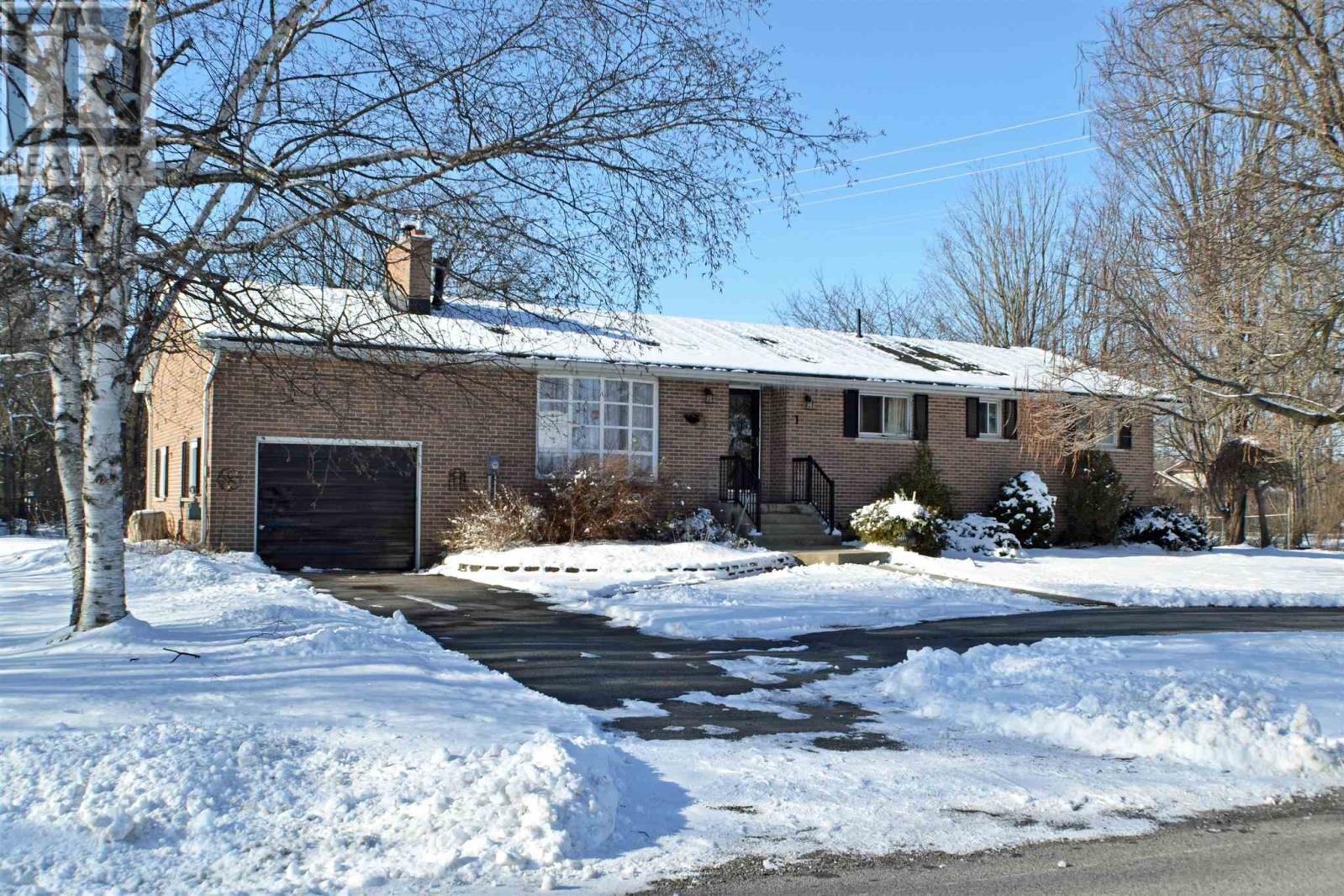 House for sale at 1 King Pitt Rd Kingston Ontario - MLS: K20006095