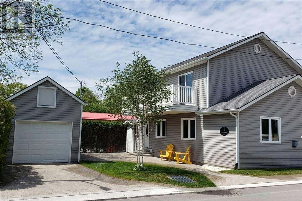 House for sale at 1 Kitchener St Grand Bend Ontario - MLS: 244635