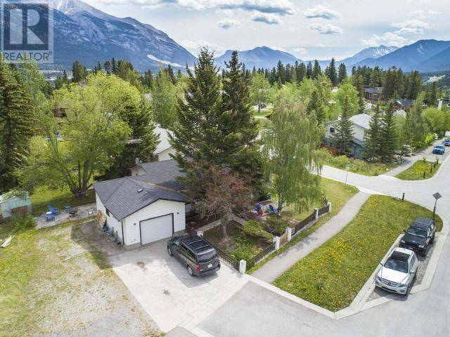 House for sale at 1 Macdonald Pl Canmore Alberta - MLS: 52240