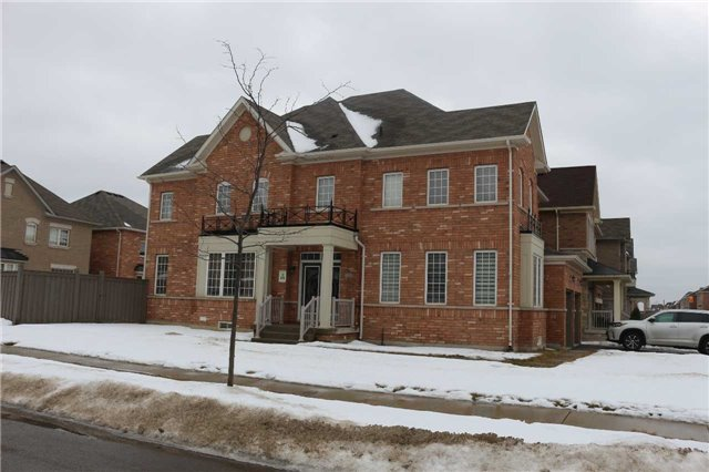 For Rent: 1 Orangeblossom Trail, Brampton, ON | 5 Bed, 4 Bath House for $2,700. See 3 photos!