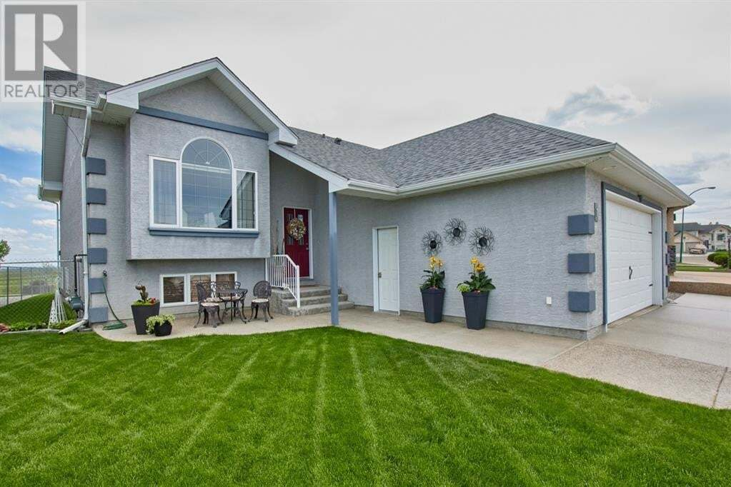 House for sale at 1 Riverview Green Southeast Redcliff Alberta - MLS: mh0190400