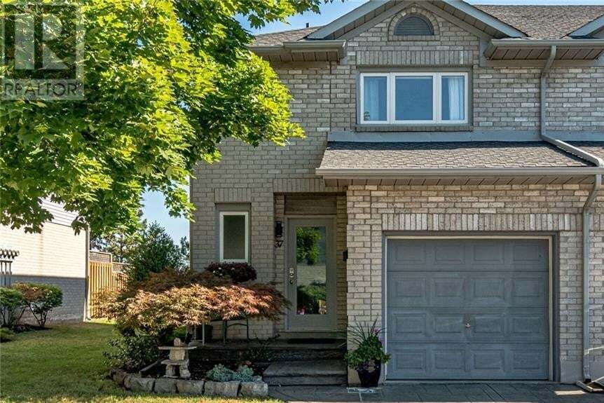 Townhouse for sale at 1 Royalwood Ct Stoney Creek Ontario - MLS: 30827324