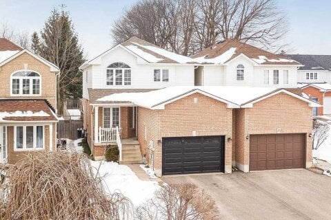 Home for sale at 1 Sunset Pl Barrie Ontario - MLS: S5084246
