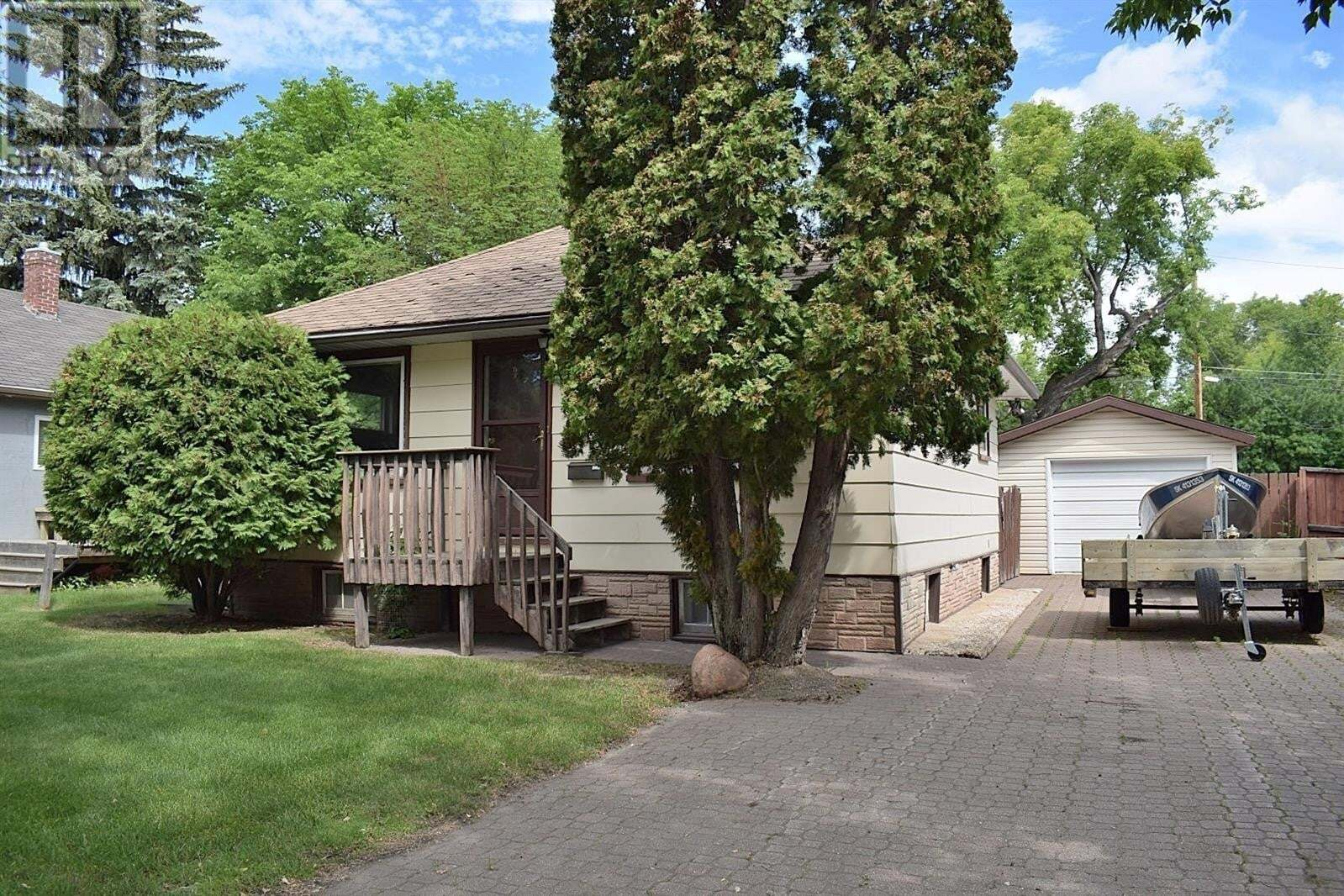 House for sale at 10 26th St E Prince Albert Saskatchewan - MLS: SK826553