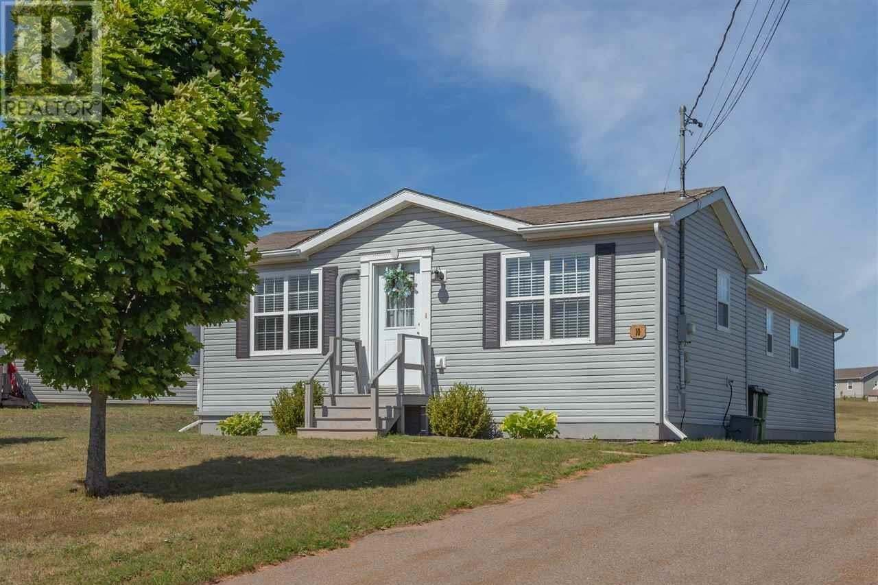 House for sale at 10 Deep River Dr Charlottetown Prince Edward Island - MLS: 202019476