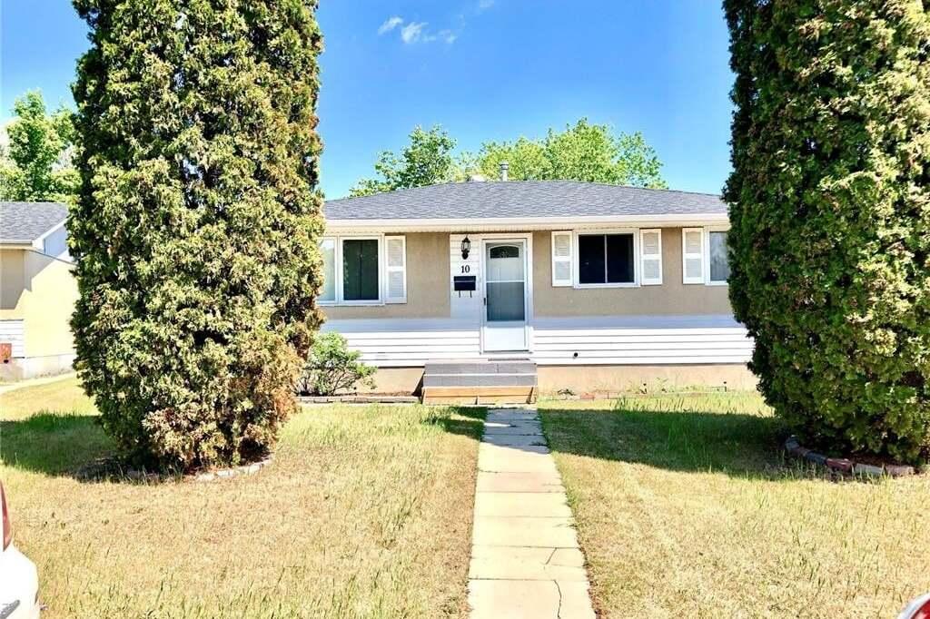 House for sale at 10 Dominion Cres Saskatoon Saskatchewan - MLS: SK813868