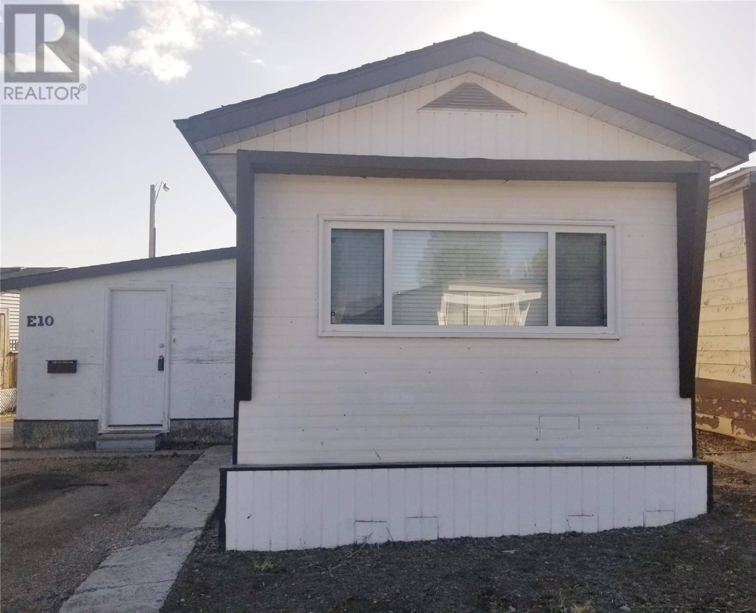 Residential property for sale at 10 E Ave Ne Moose Jaw Saskatchewan - MLS: SK759941