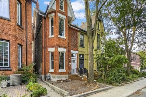 Townhouse for sale at 10 Earnbridge St Toronto Ontario - MLS: W5000256