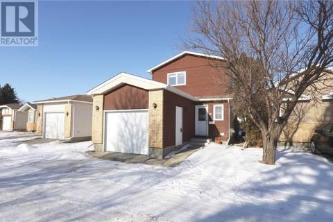House for sale at 10 Greenbrier Pl Regina Saskatchewan - MLS: SK799256