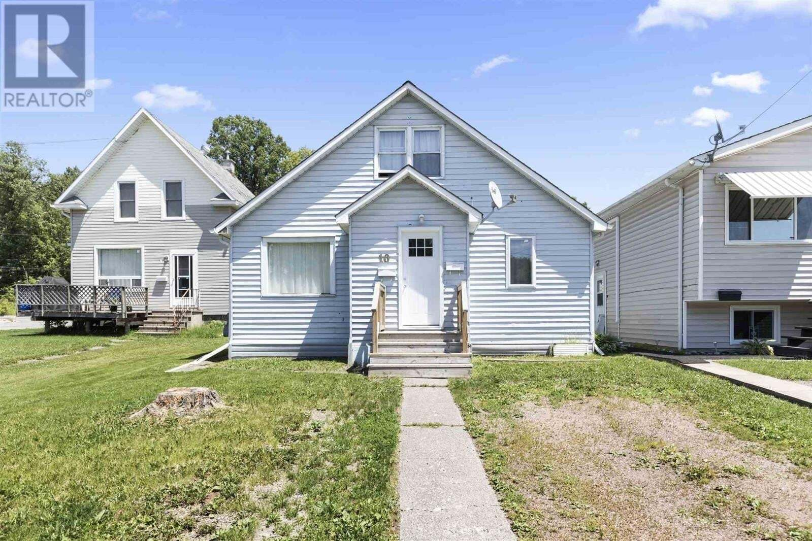 Townhouse for sale at 10 Grosvenor Ave Sault Ste. Marie Ontario - MLS: SM129036