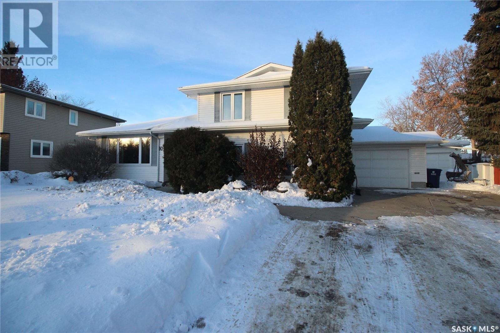 House for sale at 10 Harrington Pl Saskatoon Saskatchewan - MLS: SK834663