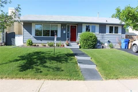 House for sale at 10 Hayes Cres Regina Saskatchewan - MLS: SK766223