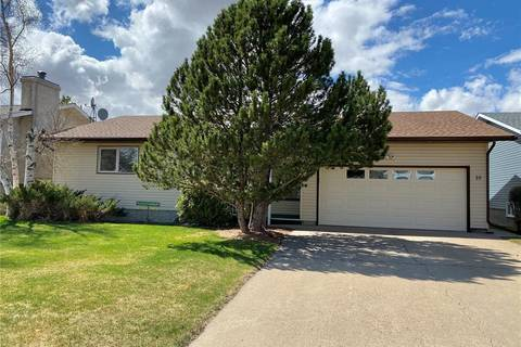House for sale at 10 Maple Pl Outlook Saskatchewan - MLS: SK803917