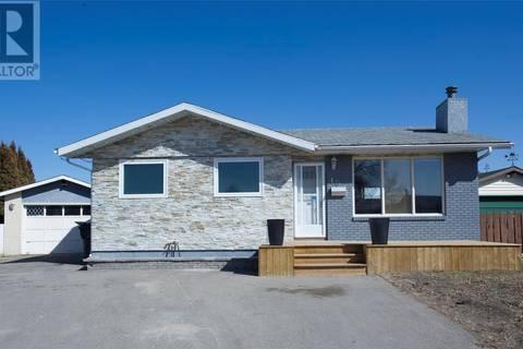 House for sale at 10 Mccully Cres Saskatoon Saskatchewan - MLS: SK766072