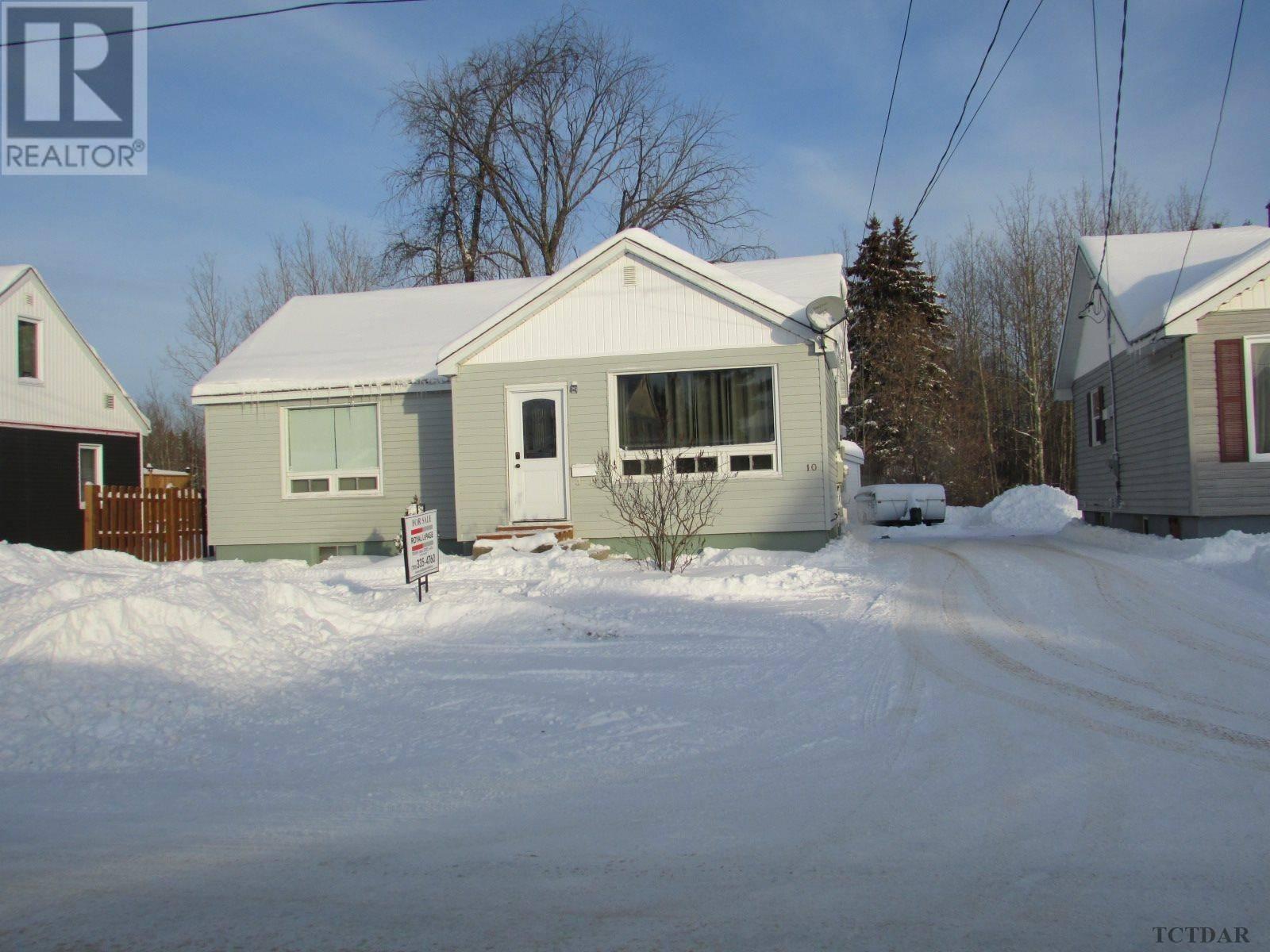 House for sale at 10 Montgomery Ave Kapuskasing Ontario - MLS: TM192459