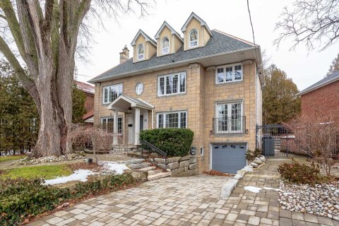 House for sale at 10 Old Mill Terr Toronto Ontario - MLS: W5076658