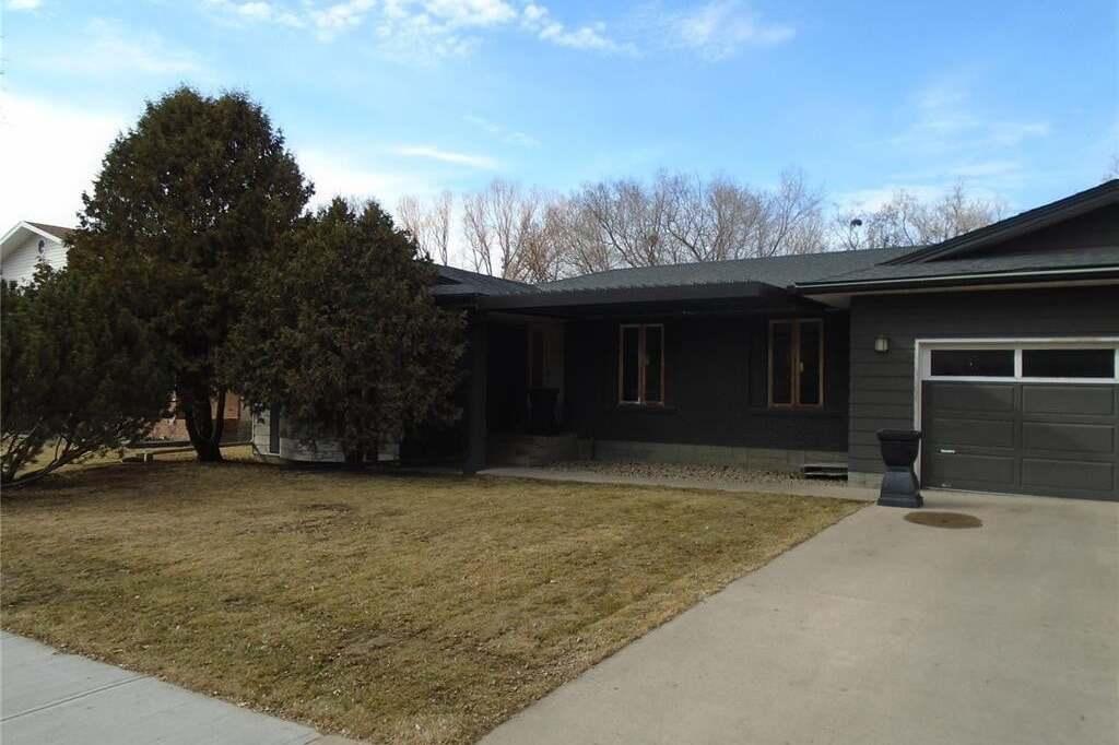 House for sale at 10 Prospect Pl Regina Saskatchewan - MLS: SK809515