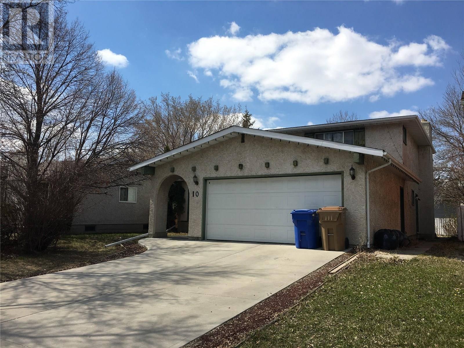 House for sale at 10 University Park Dr Regina Saskatchewan - MLS: SK758779