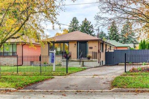 House for sale at 10 Valia Rd Toronto Ontario - MLS: E4963871