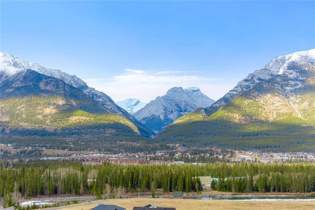 10 Walker , Homesteads, Canmore | Image 2