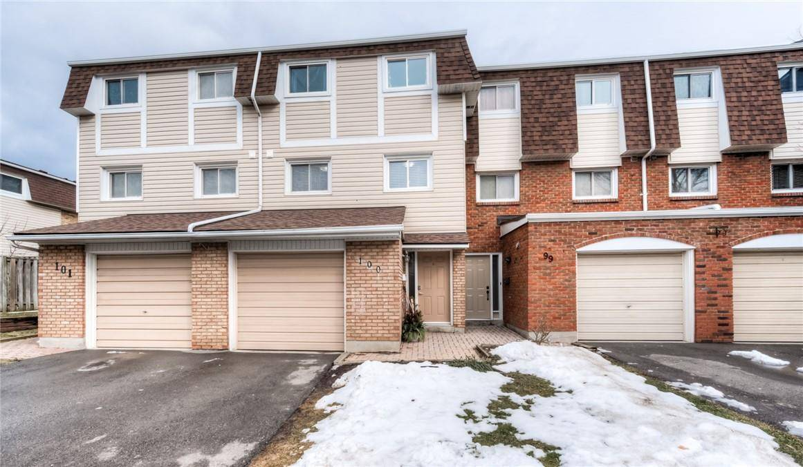 Townhouse for sale at 11 Harrisford St Unit 100 Hamilton Ontario - MLS: H4072656