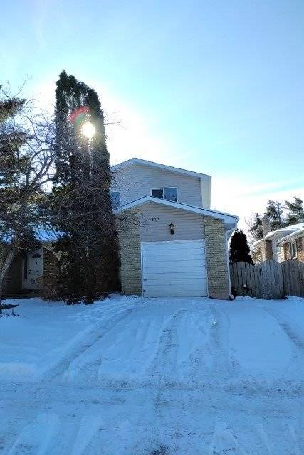 Townhouse for sale at 100 Kozlov St Barrie Ontario - MLS: S4670517