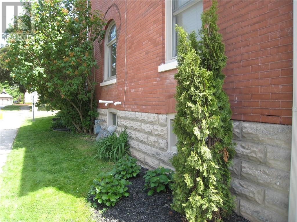 For Sale: 100 Metcalfe Street, St Thomas, ON | 3 Bed, 1 Bath House for $249,900. See 26 photos!