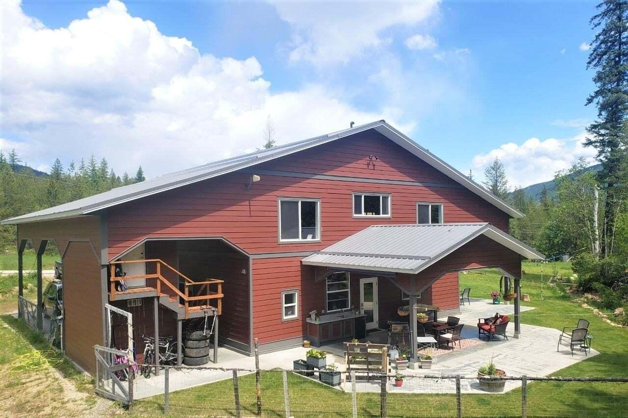 House for sale at 100 Suncrest Road  Castlegar British Columbia - MLS: 2450640