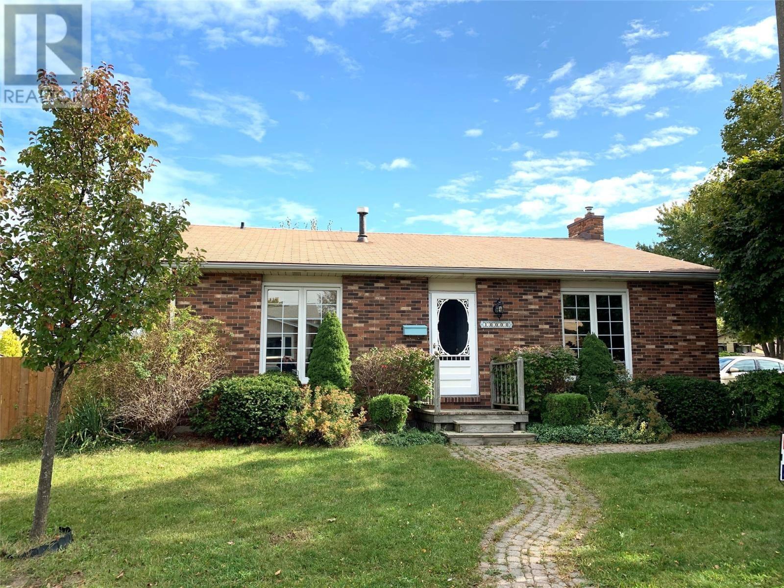 House for sale at 10000 Aspen Ln Windsor Ontario - MLS: 19027311