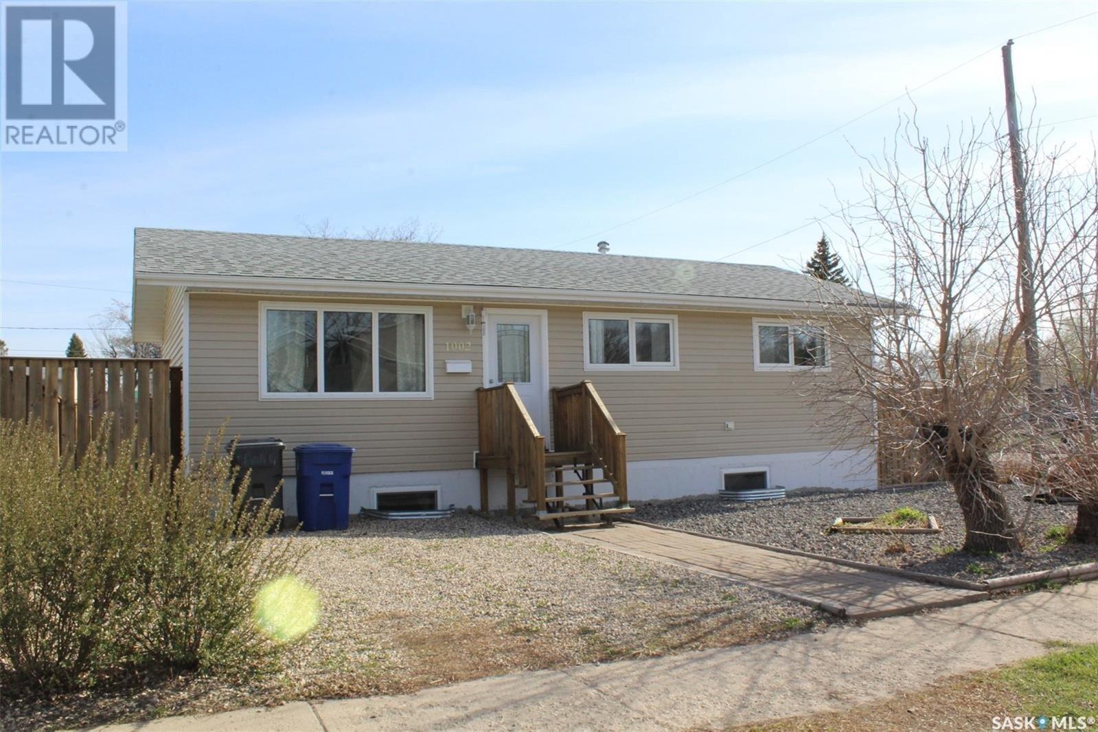 House for sale at 1002 Park Ave Weyburn Saskatchewan - MLS: SK837517