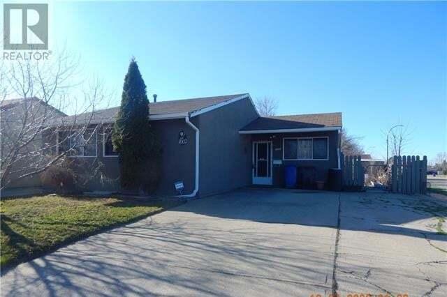 House for sale at 1002 St David Rte North Lethbridge Alberta - MLS: LD0188554