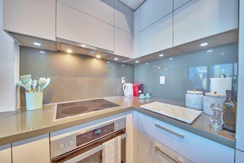 Apartment for rent at 188 Cumberland St Unit 1004 Toronto Ontario - MLS: C4981394