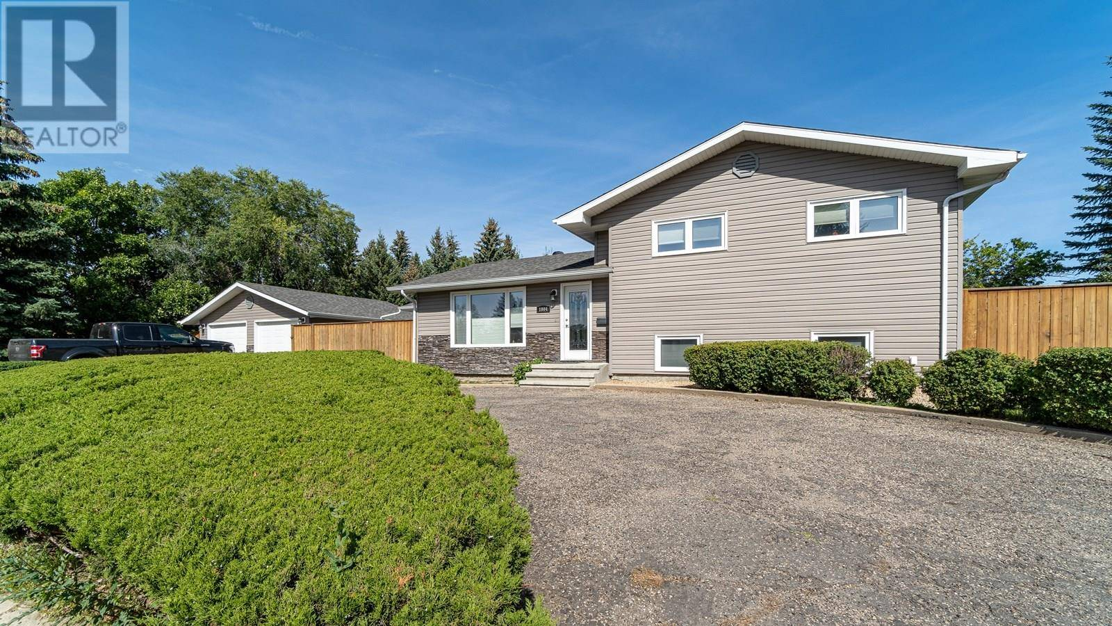 House for sale at 1004 Normandy Dr Moose Jaw Saskatchewan - MLS: SK786072