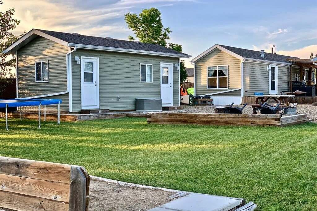 Home for sale at 10042 Township Road 422  Rural Ponoka County Alberta - MLS: CA0185693