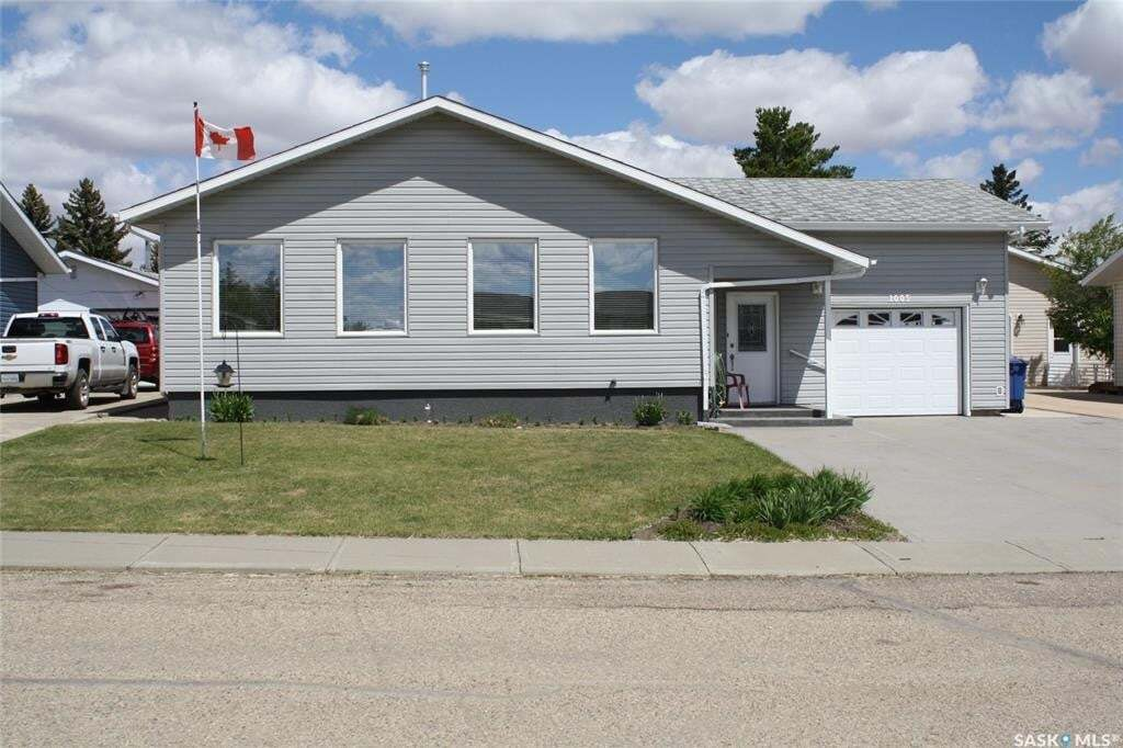 House for sale at 1005 Granville Ave Assiniboia Saskatchewan - MLS: SK810260