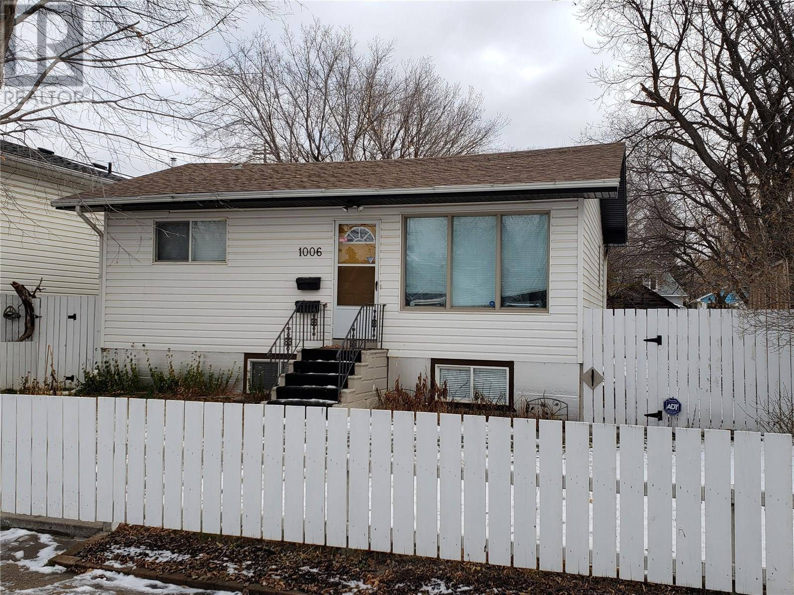 House for sale at 1006 K Ave S Saskatoon Saskatchewan - MLS: SK790794
