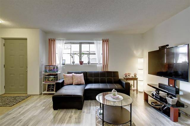 Buliding: 19 Everridge Square Southwest, Calgary, AB