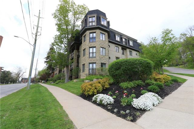 Sold: 101 - 200 Collier Street, Barrie, ON