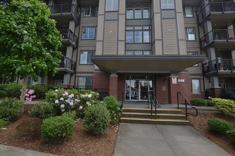 For Sale: 101 - 33898 Pine Street, Abbotsford, BC   2 Bed, 2 Bath Condo for $379,900. See 16 photos!