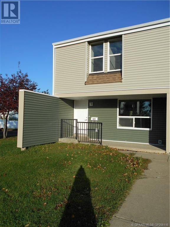 Townhouse for sale at 9501 72 Ave Unit 101 Grande Prairie Alberta - MLS: GP208116