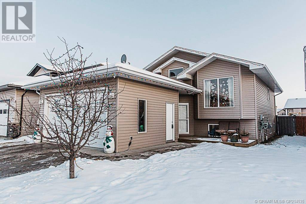 House for sale at 9706 101 B Ave Unit 101 Grande Prairie, County Of Alberta - MLS: GP214535