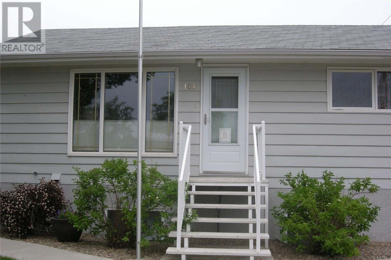 House for sale at 101 Aspen St Maple Creek Saskatchewan - MLS: SK813548