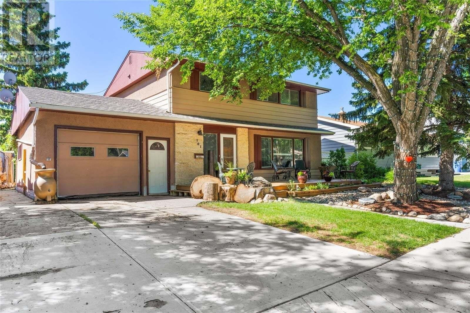House for sale at 101 Cameron Cres Regina Saskatchewan - MLS: SK815704